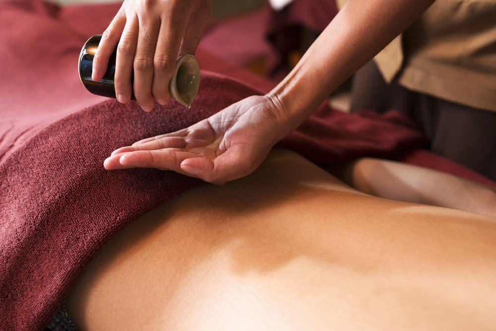 Massages aux huiles chaudes